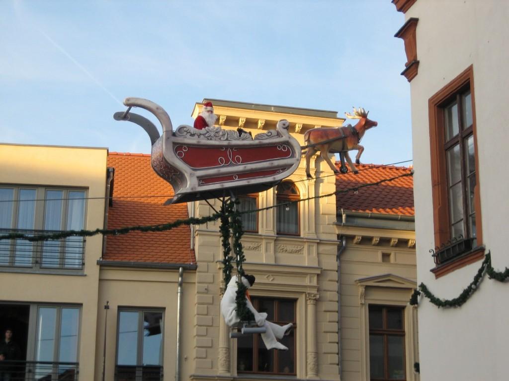 Weihnachsmann auf dem Hochseil 1
