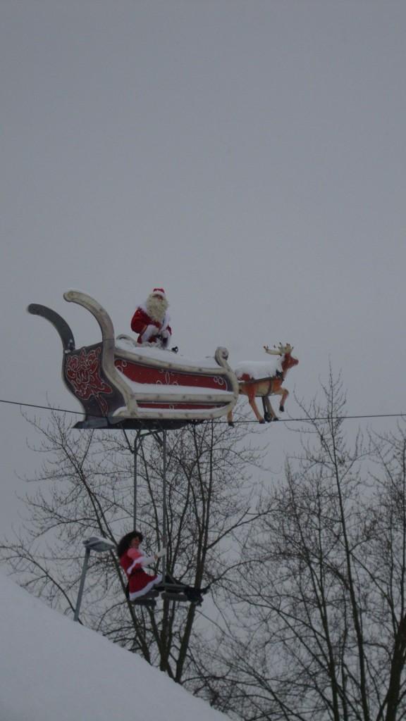 Weihnachtsmann auf dem Hochseil 2